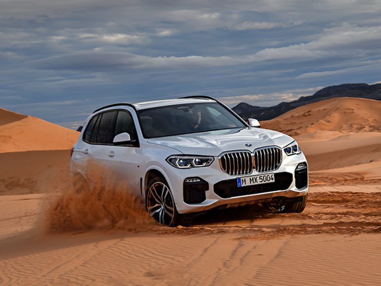 BMW X5, señalando el camino