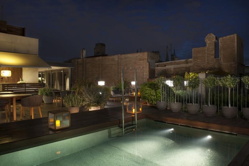 Barcelona sigue teniendo muchas cosas por descubrir para mí. Adentrarme por la calle Lledó, en el centro de la ciudad condal, y encontrar este increíble, exclusivo y maravilloso hotel Mercer.