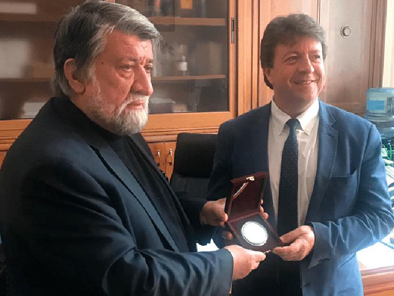 Josep Fèlix Bentz es galardonado en Bulgaria por el Ministro de Cultura