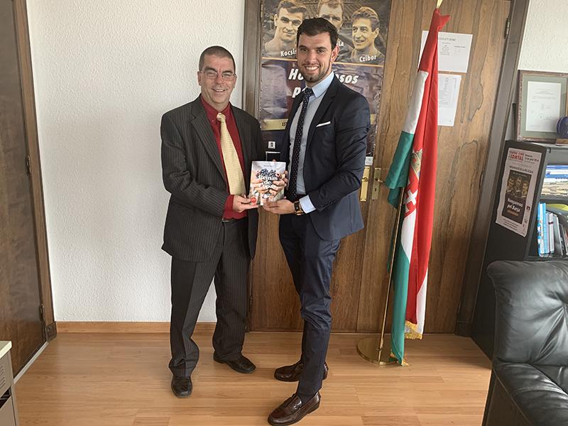 ZOLTAN NAGY es recibido por el Cónsul General de Hungría en Barcelona