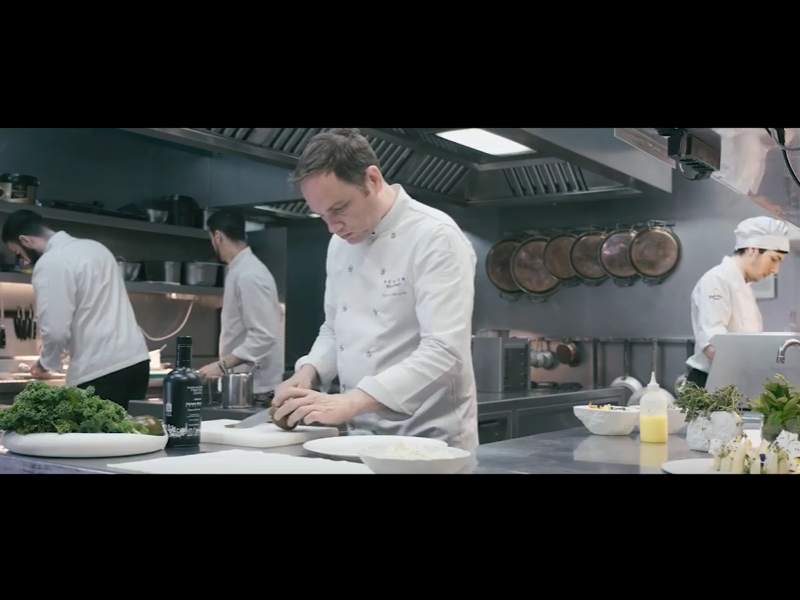 Xavier Lahuerta & Henri Mor: Tomate Kumato, naranja y relieve de aceite de oliva virgen extra